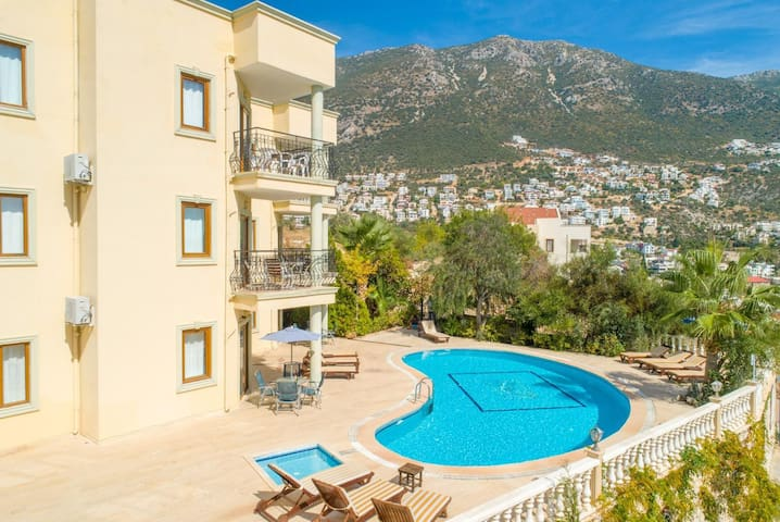 Beautiful apartment with shared pool and terrace with sea views