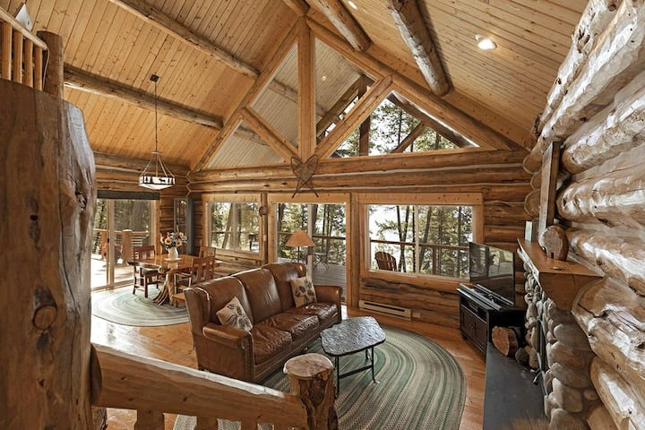 Beautiful log cabin overlooking Flathead Lake!