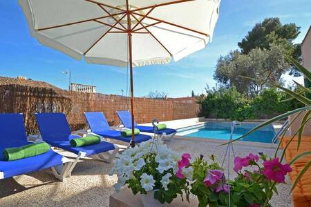 Beautiful villa with pool for 8 + 1 people near Porto Adriano