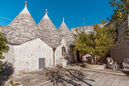 I tre trulli a due passi dal centro - Cisternino - Villa