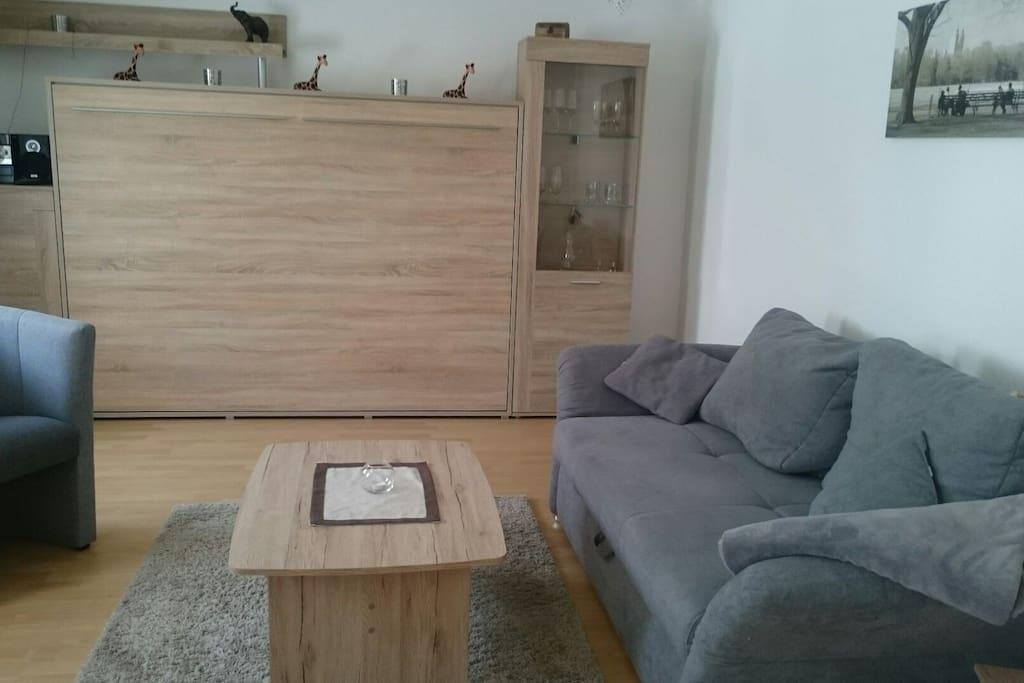 Zum Schlafen steht ein Schrankbett 1,40 X 2,00 zur Verfügung.