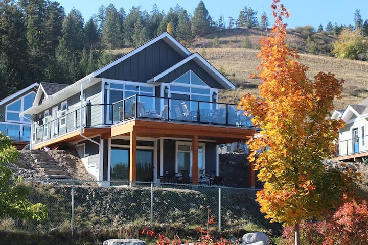 Beach Vibe Cottage at La Casa - Kelowna - House