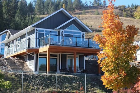 Beach Vibe Cottage at La Casa - Kelowna - Rumah