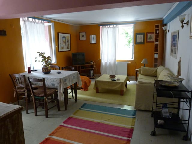 COZY APPARTMENT 82 SM - Μυτιλήνη - Apartamento