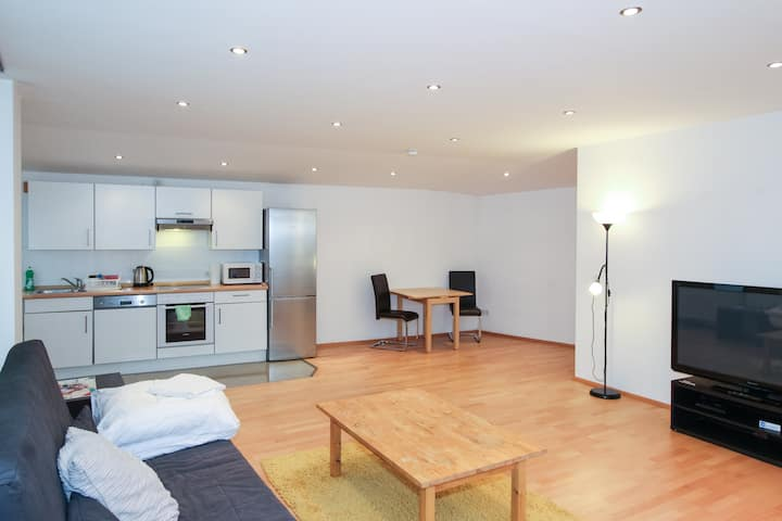 2 Room App Or Families+Groups By Train Station