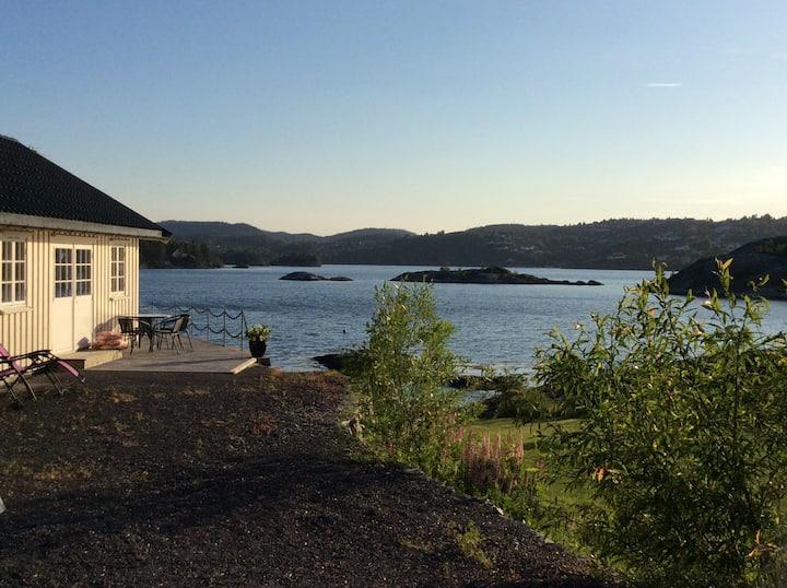 Odden hytteutleie.Solrik fin plass,v/sjøen.Hytte2