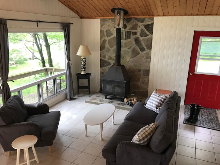 "Lakeside Bliss! Cottage ""Birch"" 2 bdrm in Muskoka"