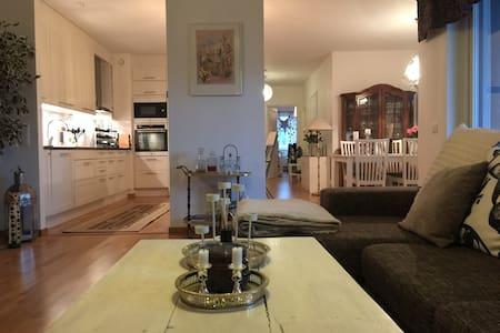 Nybyggd stor lägenhet nära centrum - Uppsala - Apartamento