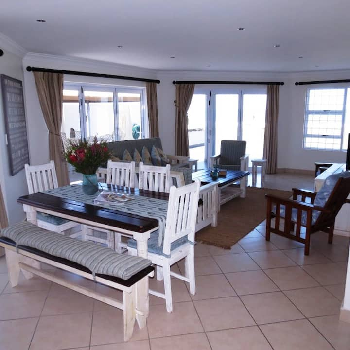Dolphin Beach Apartment Jeffreys Bay