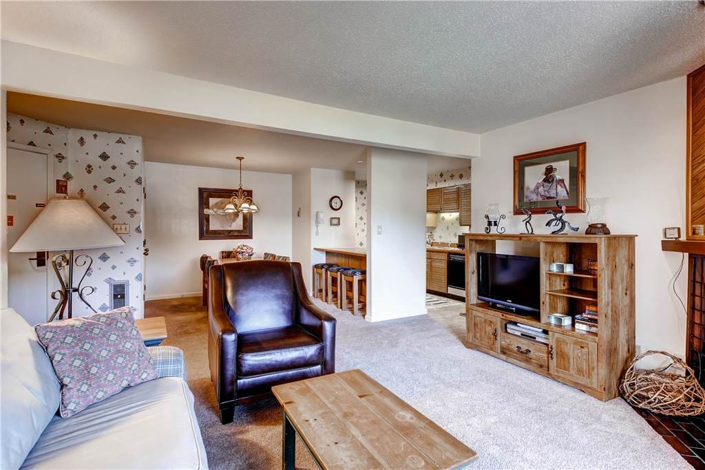 Entertainment Center,Chair,Furniture,Couch,Bedroom