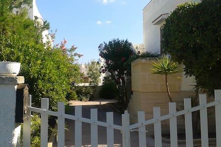 Villa a 5 minuti (a piedi)dal mare e 8km da Ostuni - Costa Merlata