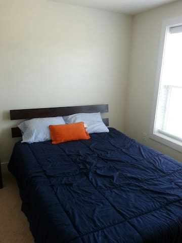 Private room and bathroom in two story condo - Henrico - Osakehuoneisto
