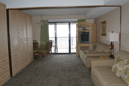 Oceanfront studio at Boardwalk One Resort - Ocean City
