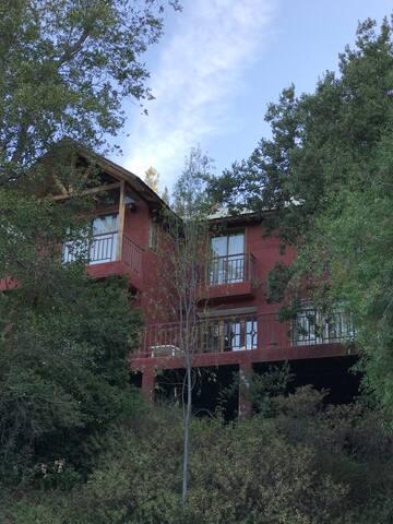 Amplia casa en Sierras de Bellavista