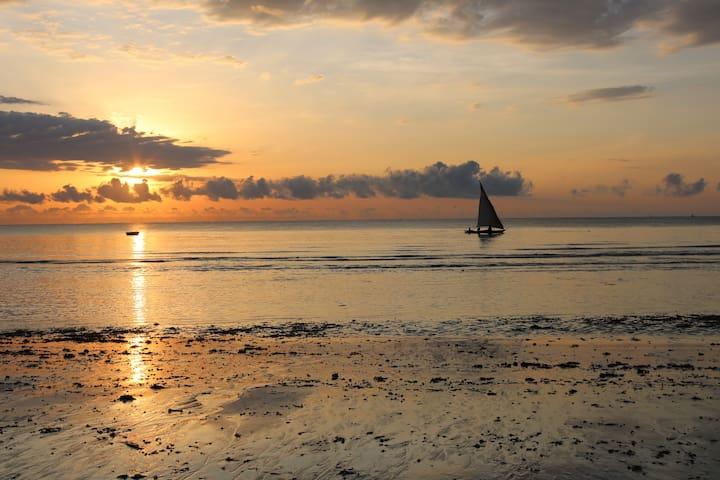 Low tide - fishermen out sailing
