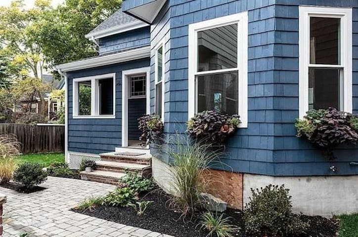 Beautiful 4 BED house W/Parking near Porter T - Somerville - Hus