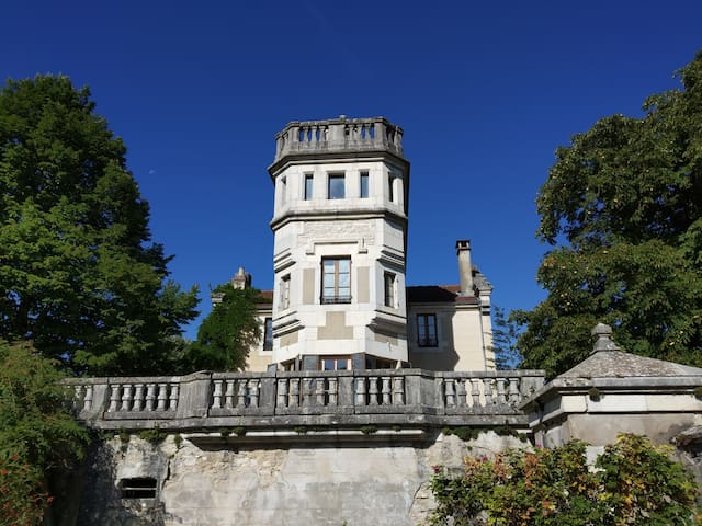Chambre individuelle dans un château