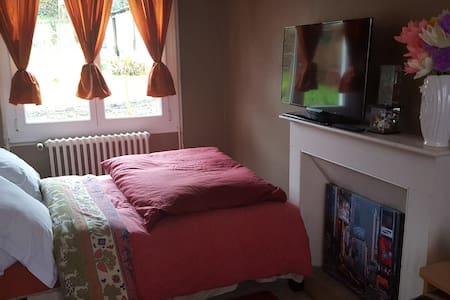Chambres entre Brest et Quimper - Pont-de-Buis-lès-Quimerch - House