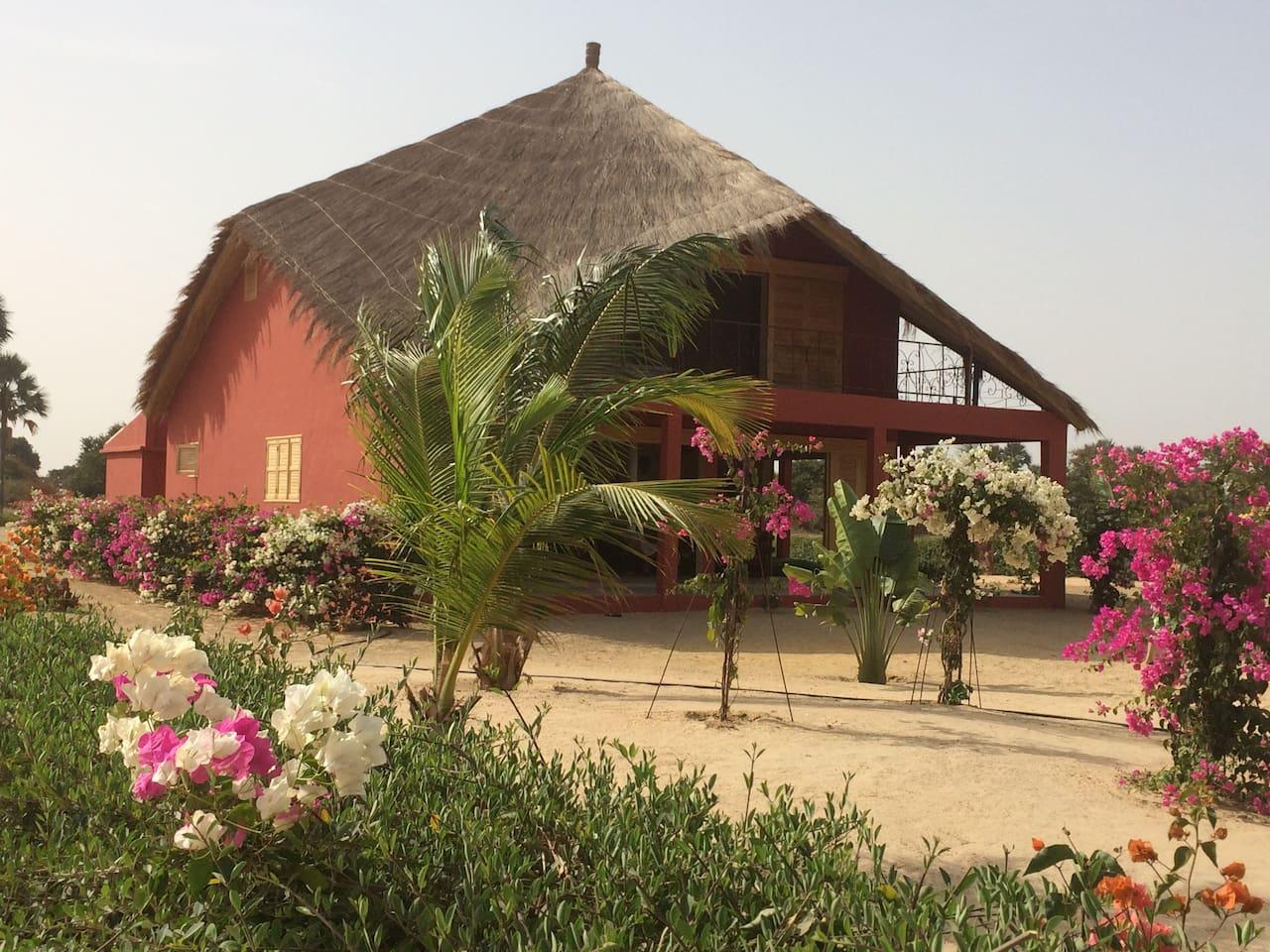 La villa dans son jardin paysagé