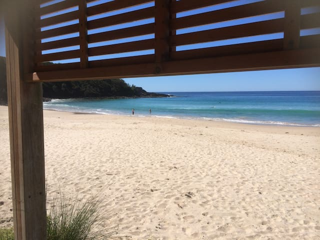 Lou's Loft - 100m to Mollymook Beach - Ocean Views - Mollymook Beach