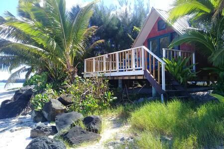 Twin Waters - Vaimaanga Beach Bach