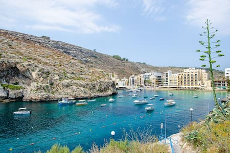 Spacious cliff-top 2BR apartment near Xlendi beach