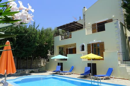 Villa Rodi - with sea/mountain view & private pool - Gavalohori