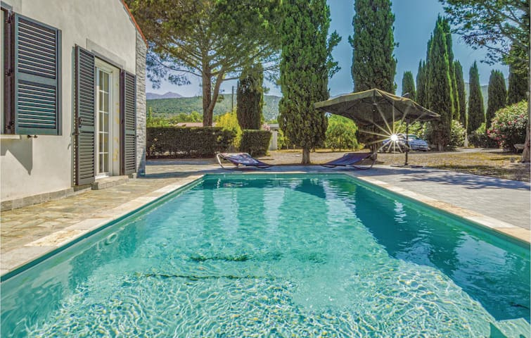 Amazing home in St Florent with WiFi and 5 Bedrooms