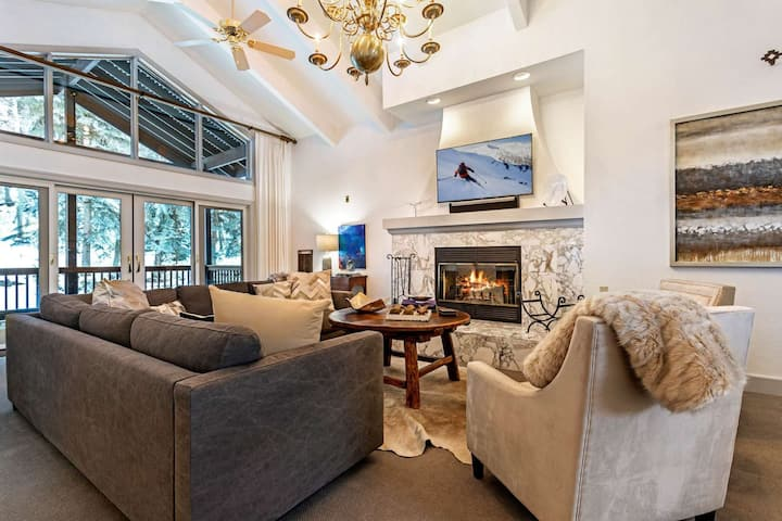 New Listing! Convenient to Vail & Beaver Creek, Private Hot Tub, A/C, Perfect for Large Groups!