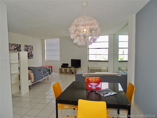 Special Offer! Gorgeous Studio/1bath, Miami Beach, SANITIZED, Middle of South Beach