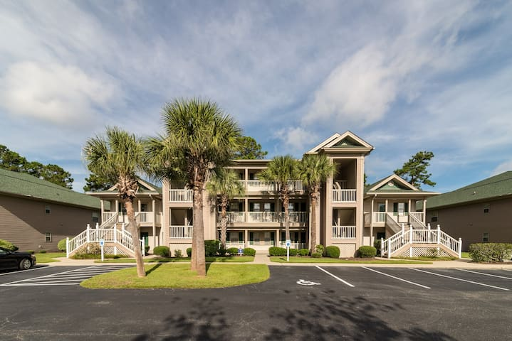 True Blue 3rd floor Condo Close to Pawleys Island Great view Close to Pool 3J