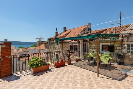 Apartment MALEA NEAR SPLIT, AIRPORT AND TROGIR - Kaštel Sućurac