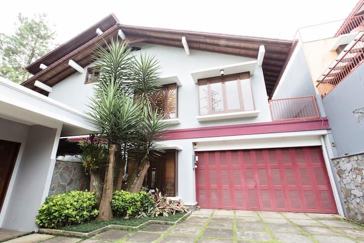 Rumah Pelita near Lembang | FREE WIFI!