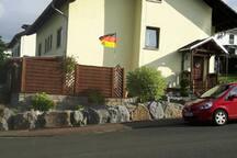 Schöne Dachgeschoss- Ferienwohnung im Brunnendorf