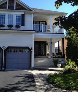 Peaceful 2 floor Single bedroom in house by lake. - Ajax