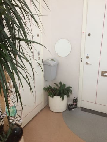 Small studio,close to Commutertrain - Upplands Väsby - Flat