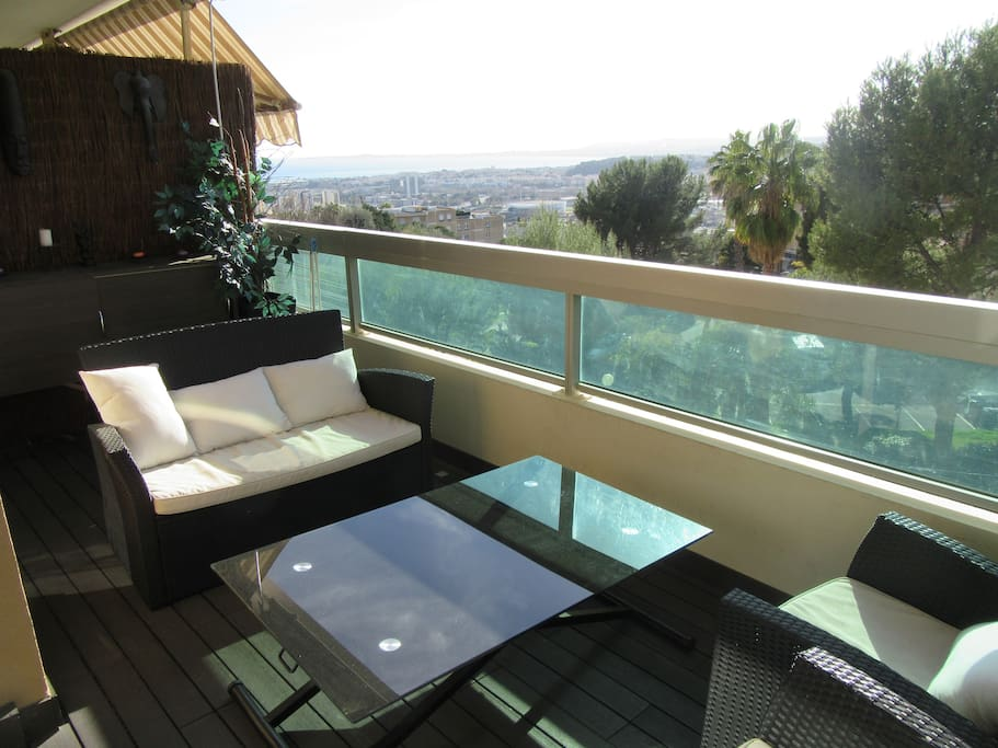 super vue mer appart design piscine aptos en complejo. Black Bedroom Furniture Sets. Home Design Ideas