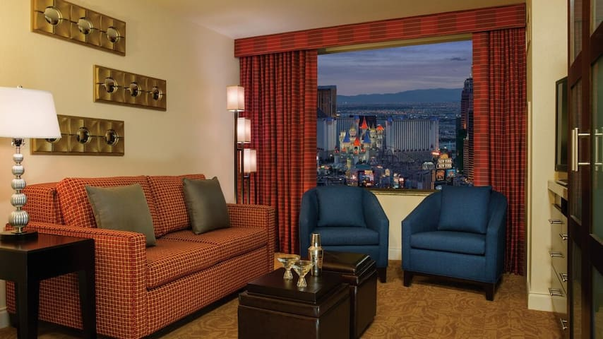 Stay on the 50-yard line of the Las Vegas Strip