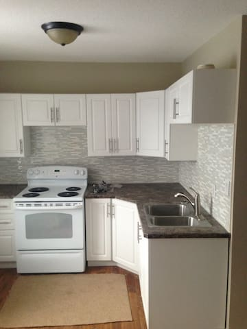 One bedroom/downtown/good location - Regina - Casa