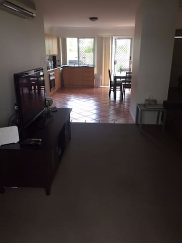 2 bedroom/2 bathroom Villa available close to city - Ascot