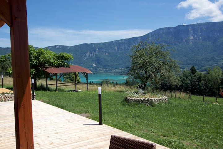 2 bedroom Apartment with lake and chartreuse views