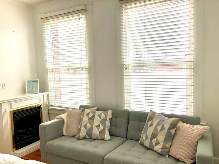 Cozy Studio Apartment in Prime Location!