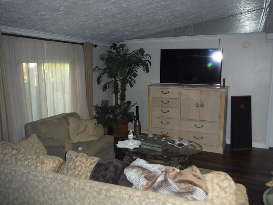 Living Room HD TV Cable