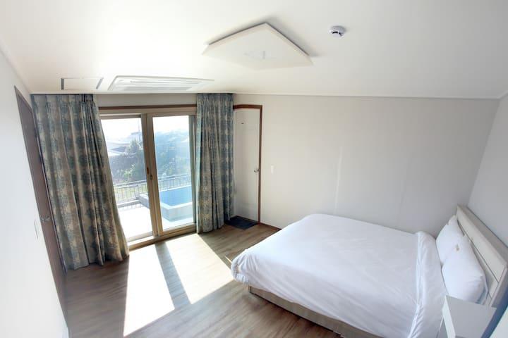 1층 메인 침실