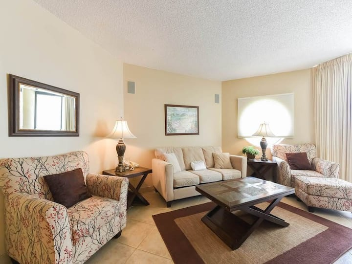 Convenient first-floor condo w/Central AC, free WiFi + shared pool & hot tub!