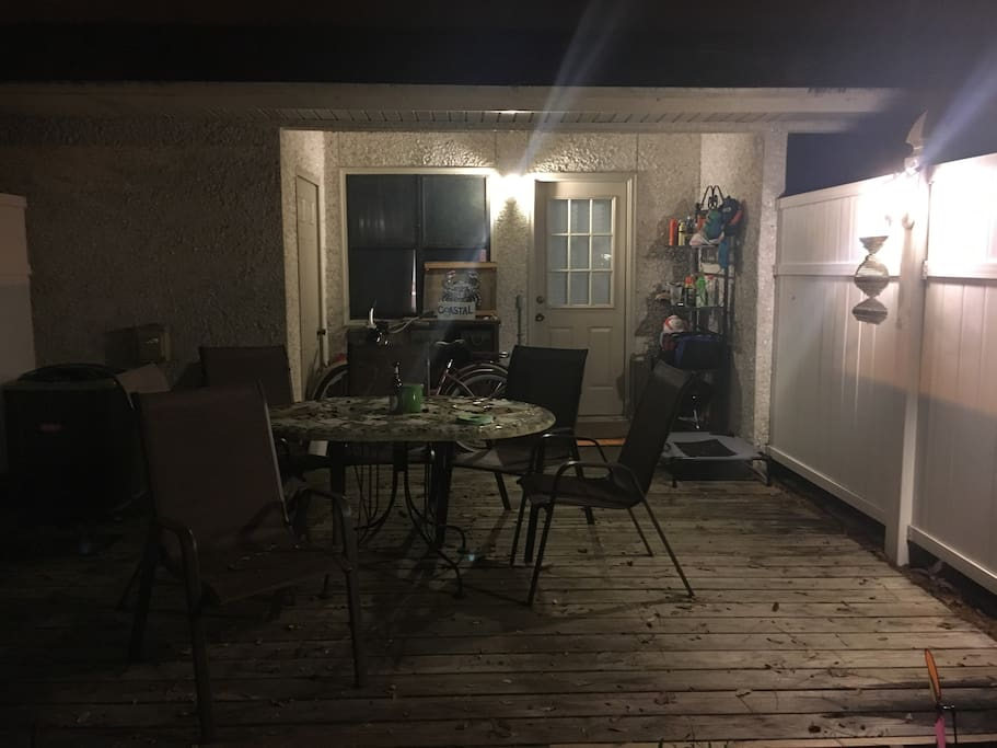 Back patio, view from yard