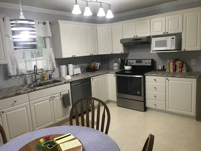 Ginny's Place: clean, comfortable and convenient