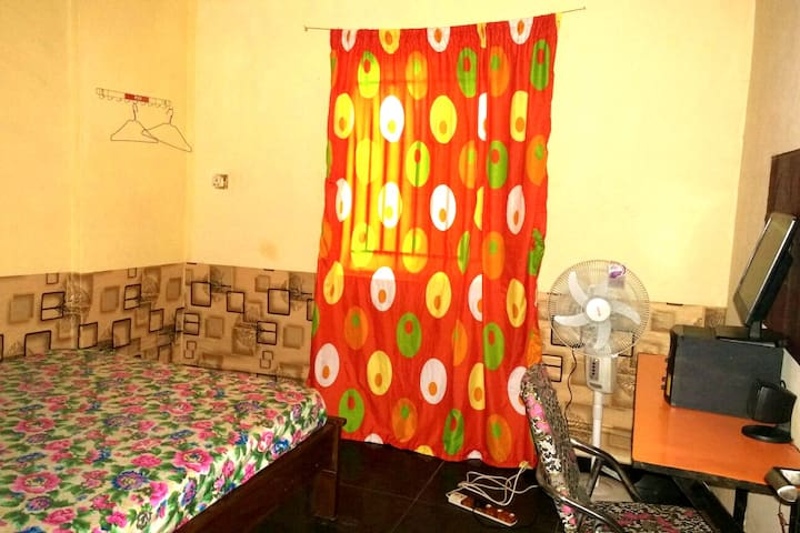 Private Room with 24/7 WiFi & Electricity in Yaba