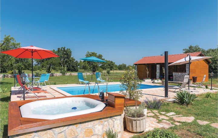 Awesome home in Siritovci with Jacuzzi, WiFi and 3 Bedrooms