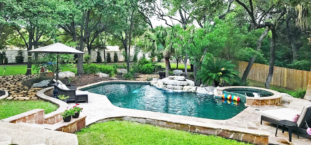 Relax in Resort Backyard, VERY Convenient Location